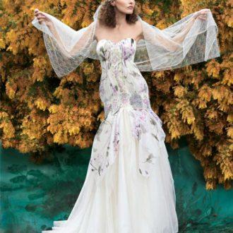 novia con vestido estampado de flores de YolanCris