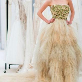 novia con vestido de flores naturales de Zita Elze