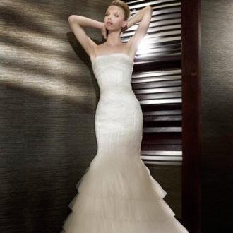 novia con vestido ajustado a las caderas