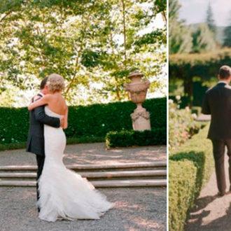 pareja de novios al aire libre, vista lateral y frontal del vestido de novia con cola