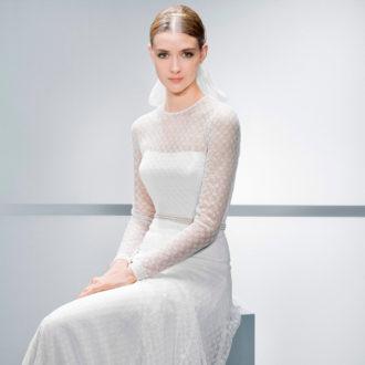 novia con vestido de manga larga de encaje de Jesús Peiró