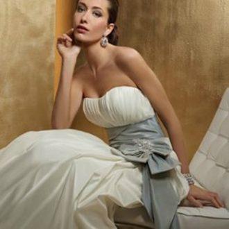 vestido de novia blanco palabra de honor con fajín gris