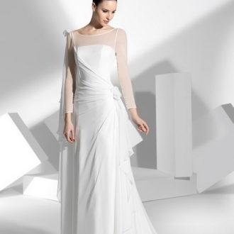 novia con vestido de manga larga transparente