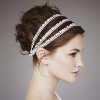 novia con el pelo recogido de estilo griego con triple diadema