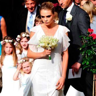 Cara Delevingne con un vestido de Chanel en la boda de su hermana Poppy