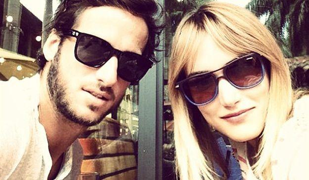 foto de pareja de Alba Carrillo y Feliciano López con gafas de sol