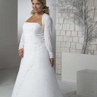 novia rellenita con vestido palabra de honor con manga larga