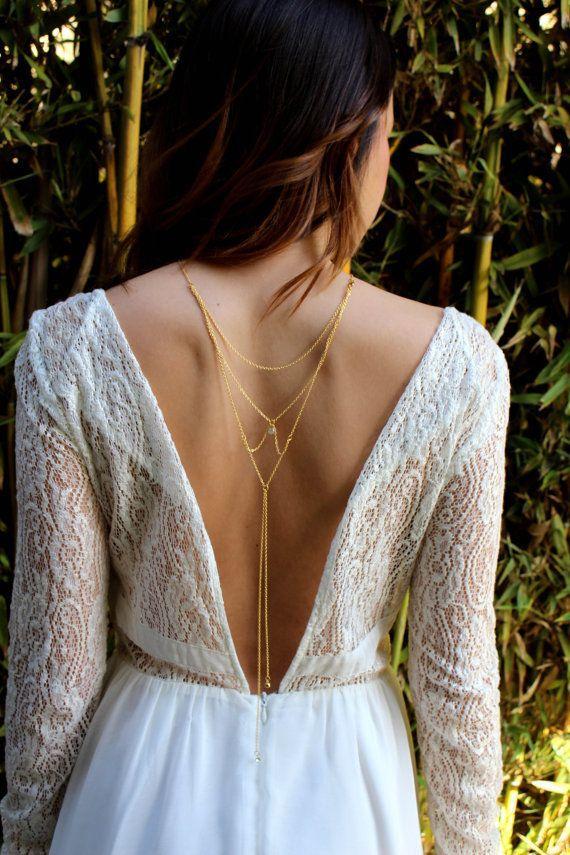 espalda novia con body chain dorado