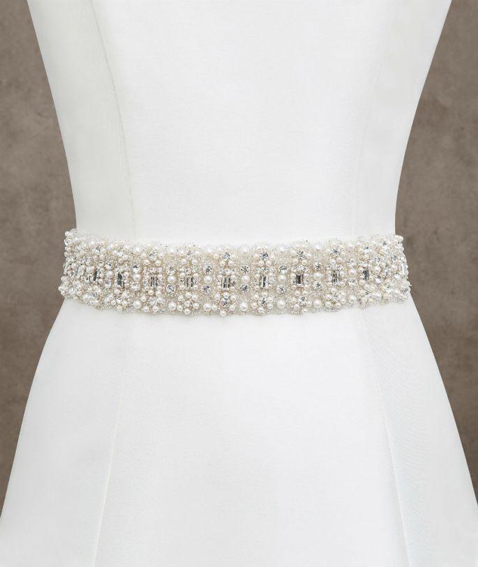 cinturón de novia con perlas de Pronovias