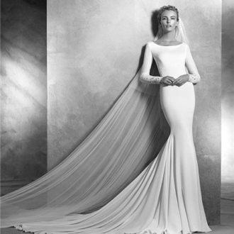 novia con vestido minimalista de corte sirena
