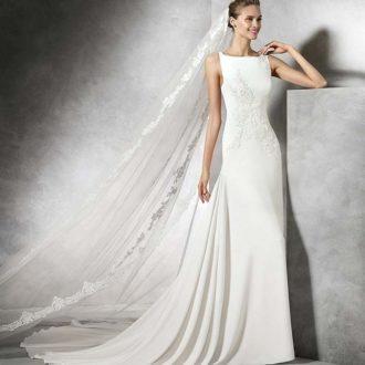 novia con vestido minimalista
