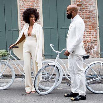 foto de pareja de Solange Knowles y Alan Ferguson con bicicletas