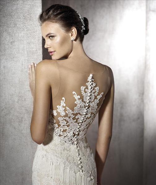 espalda novia con vestido de novia efecto tatuaje