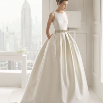 novia con vestido de tirante ancho