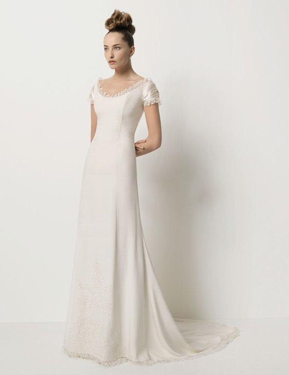 novia con vestido de novia clásico