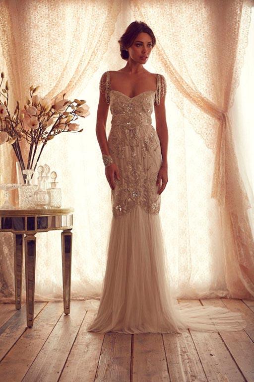 novia con vestido de inspiración vintage