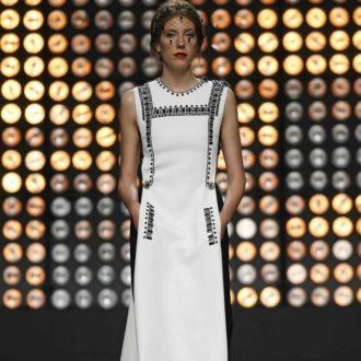 vestido para invitada de boda blanco y negro