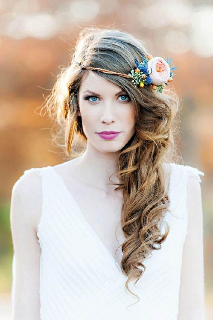 Bonito y cómodo peinados de flor Imagen De Consejos De Color De Pelo - Peinados de novia con flores | Vestidosdenovia.com