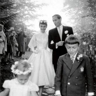 foto de la boda de Audrey Hepburn en la que lucía camisa
