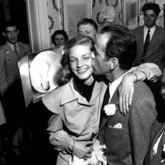 foto de la boda de Lauren Bacall en la que lucía camisa