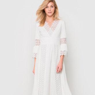 novia rubia con vestido blanco con transparencias