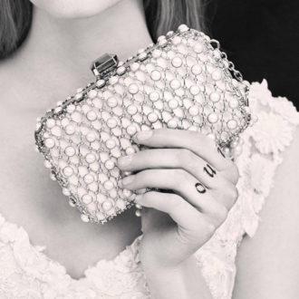 bolso de mano de perlas de la colección de Elie Saab