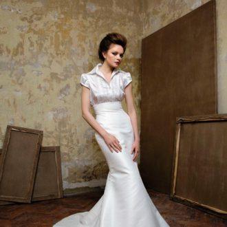 novia luciendo vestido compuesto por camisa y falda de Elizabeth Barboza