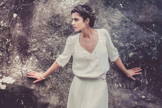 novia luciendo vestido compuesto por camisa y falda de Laure de Sagazan
