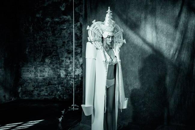perfil chaqueta de novia de papel de Asya Kozina y lencería de Wild Orchid