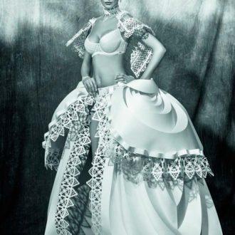 falda y capa de novia troqueladas de papel de Asya Kozina y lencería de Wild Orchid