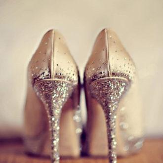 zapatos de novia vistos por detrás con tacón glitter de Jimmy Choo