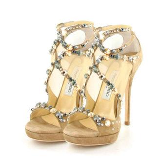 sandalia de novia dorada con pedrería de Jimmy Choo