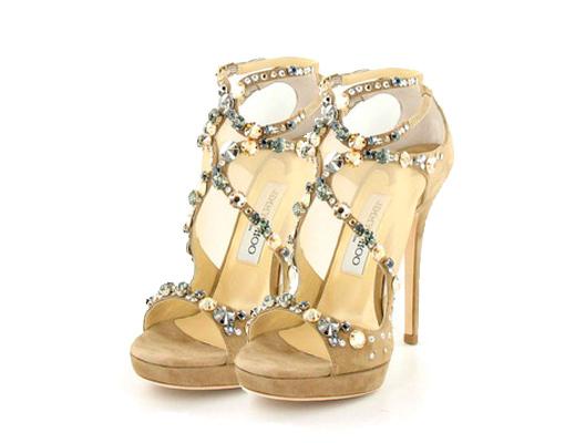 1dc65aeca6569 sandalia de novia dorada con pedrería de Jimmy Choo