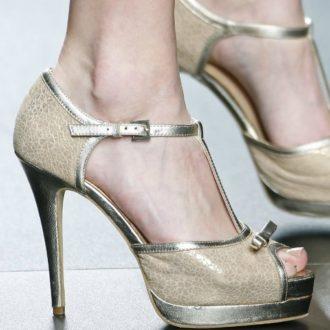 zapatos de novia dorados t-strap abrochados al tobillo