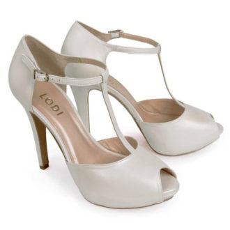 zapatos de novia blancos t-strap abrochados al tobillo