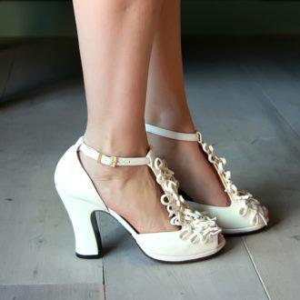 zapatos de novia de tacón ancho con filigrana en el empeine