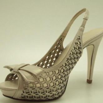 zapatos de novia marrones abiertos por el talón