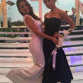 Eva Longoria y Victoria Beckham posando para fotografía