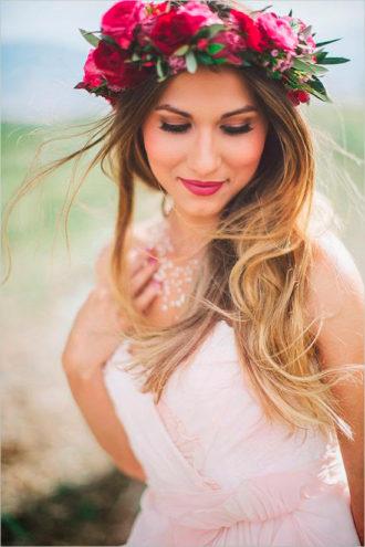 novia con pelo hacia un lado y los labios pintados en tono intenso