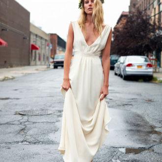 novia con vestido de corte imperio de estilo millennial