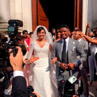Samuel eto'o y su esposa saliendo de la iglesia