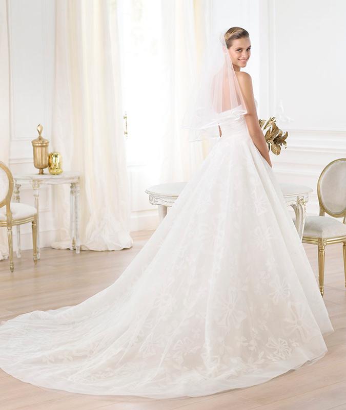 Vestido de novia cola larga