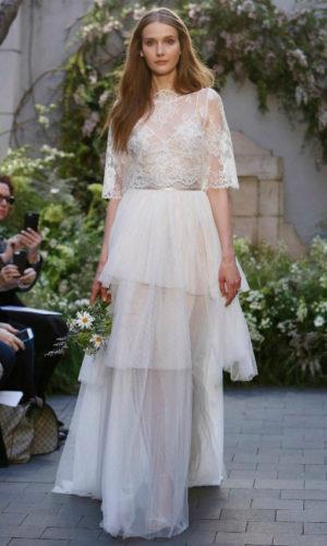 novia con vestido inspirado en Coachella de Monique Lhuillier