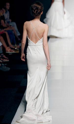 novia con vestido inspirado en Coachella de Paloma Blanca