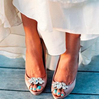 novia con pedicura en color azul