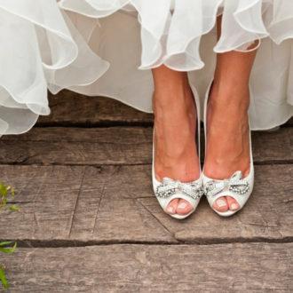 novia con pedicura francesa rosada