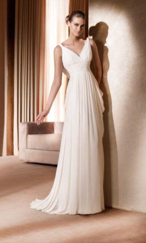 novia con vestido plisado de Pronovias