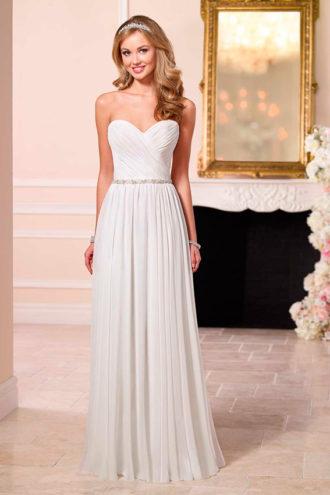 novia con vestido plisado de Stella York