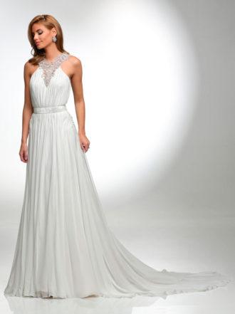 novia con vestido plisado con pedrería