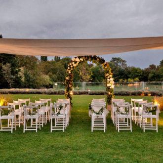 carpa habilitada para una boda en verano